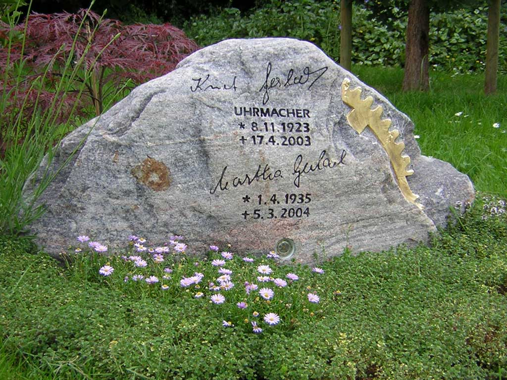 Grabstein aus Granitfindling