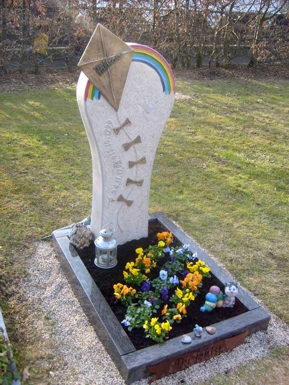 Gedenkstätte aus Jura-Kalkstein