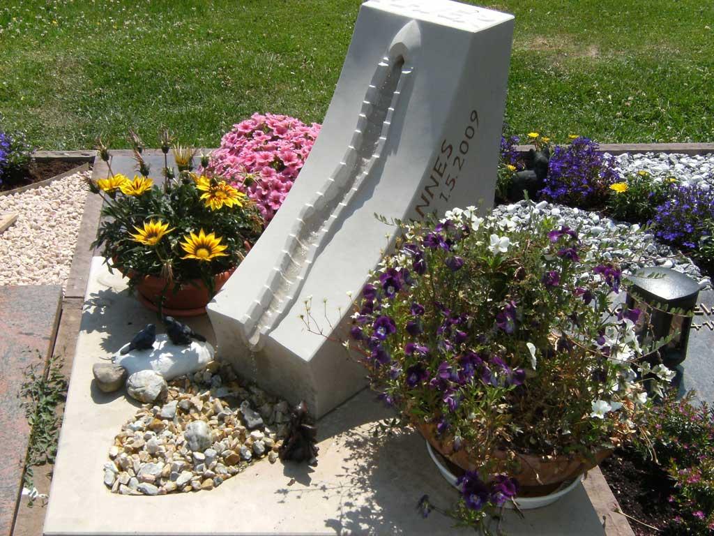 Grabstätte mit Brunnen